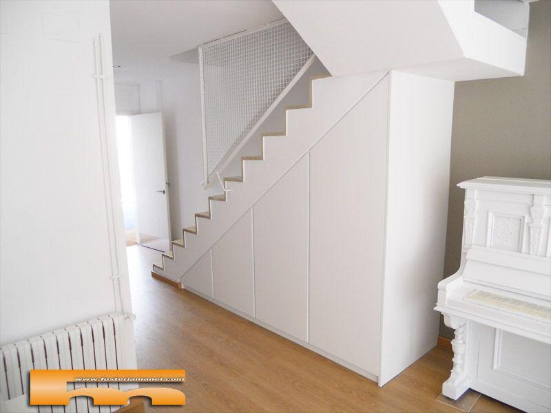Armario a medida bajo escalera abuhardillado barcelona for Closet en escaleras