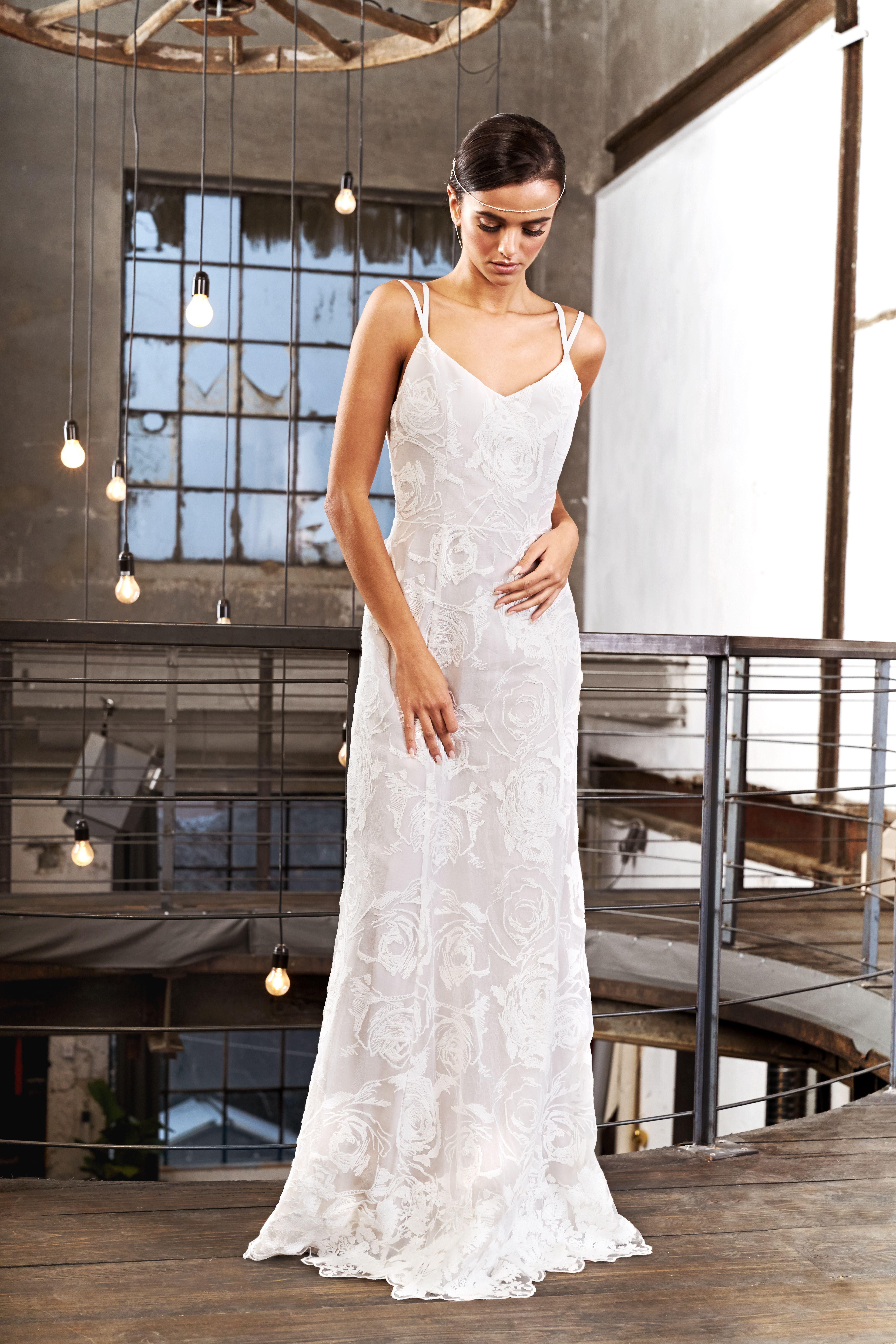 modernes Brautkleid aus bestickter Seide, Blush, Nude ...