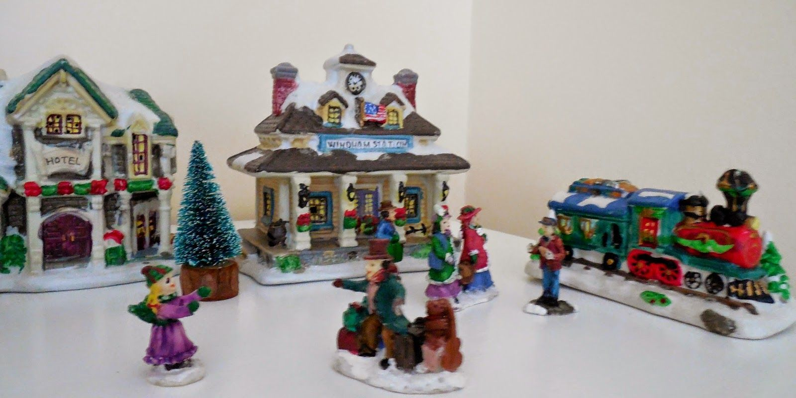 cobblestone corners christmas village collection arrangementdisplay example