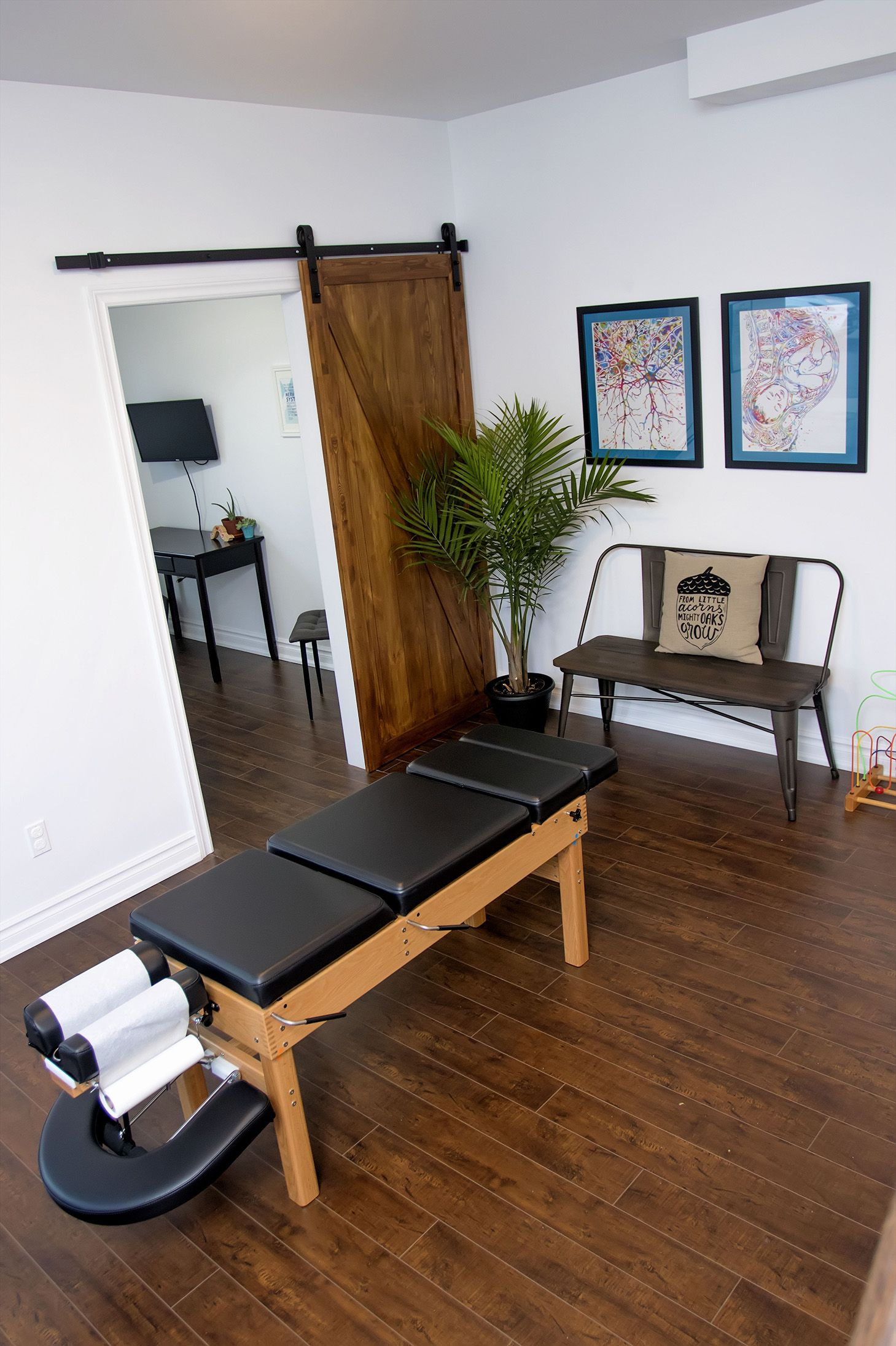 Chiropractic adjusting bay at east end family wellness