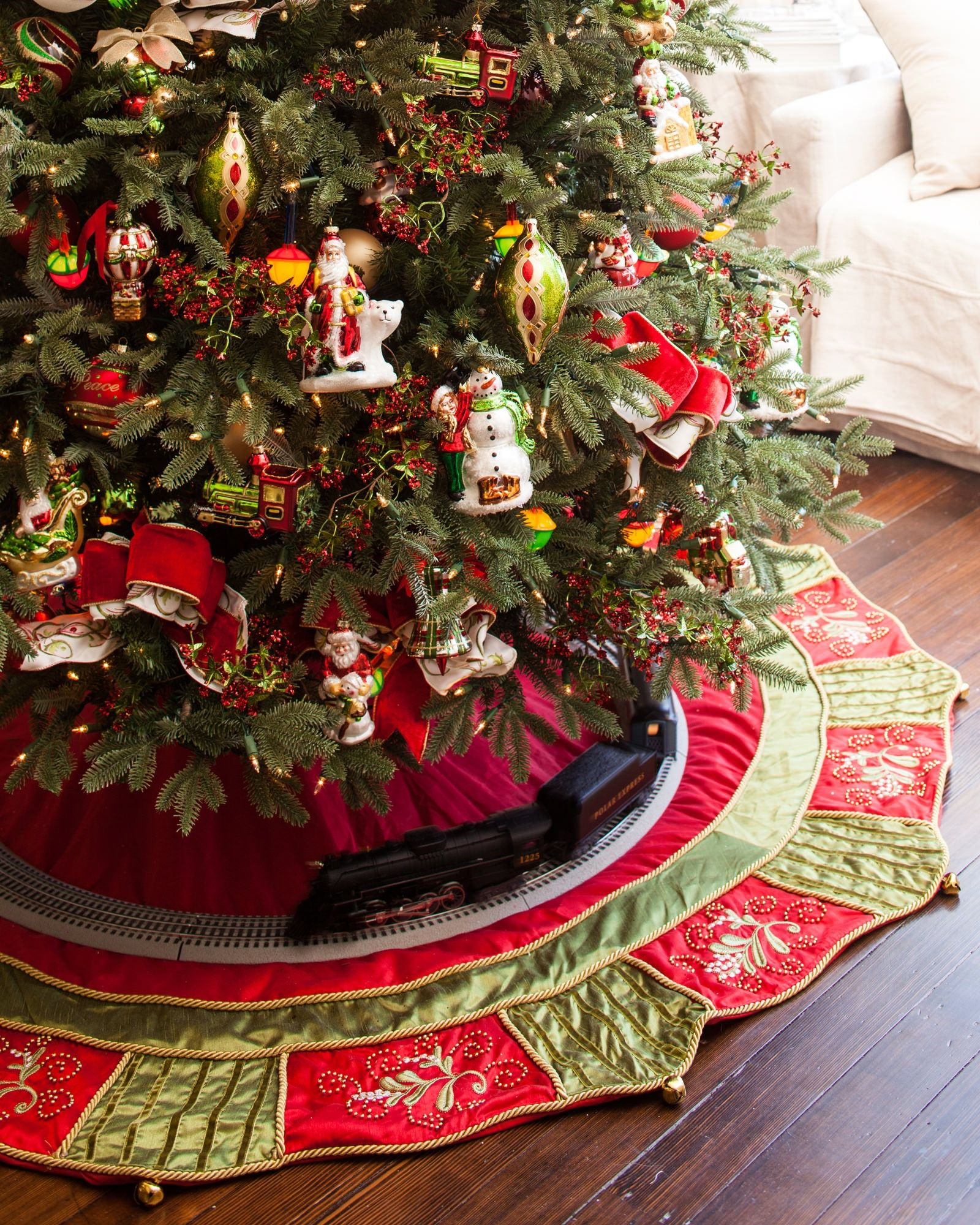 The Mistletoe And Holly Tree Skirt Is A Stunning Accessory That Elegantly Combin Large Christmas Tree Realistic Artificial Christmas Trees Christmas Tree Skirt