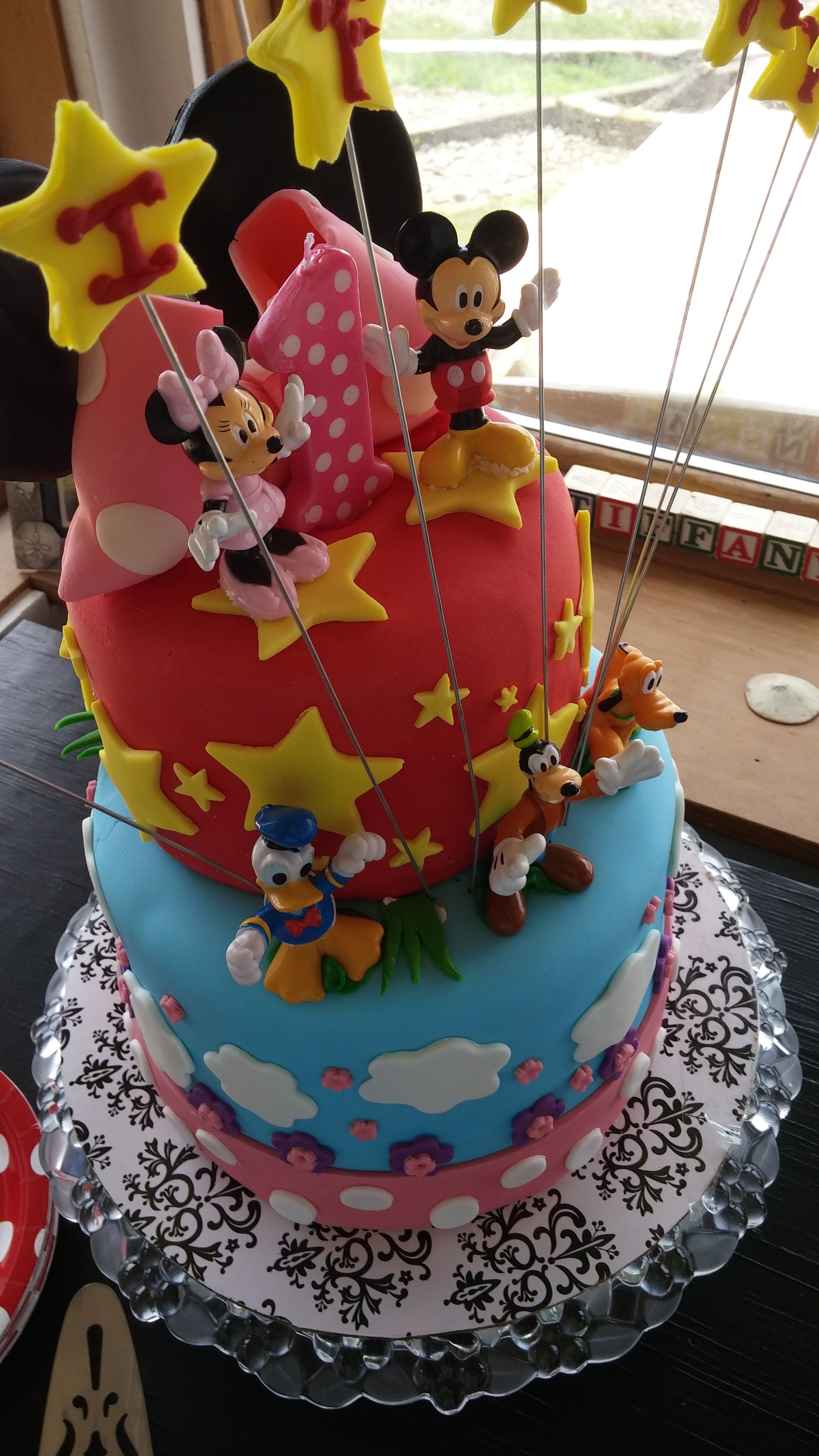 Minnie mouse cake by grace cake minnie mouse cake