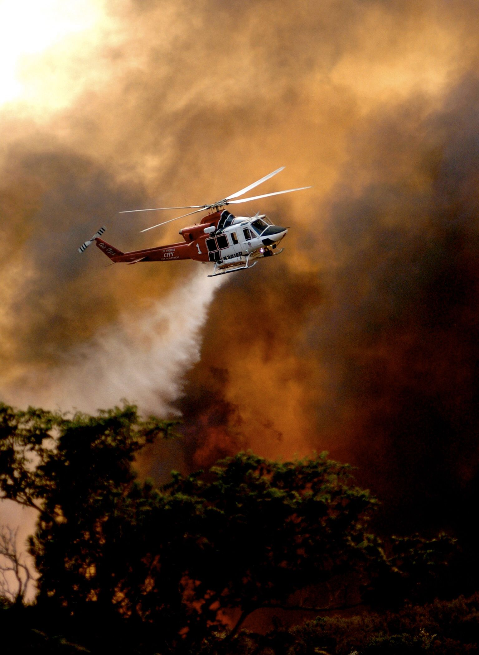 A Los Angeles City Fire Department Helicopter Makes A Drop At A Brush Fire In The County Of L A During A Fire I Wildland Fire Fire Trucks Wildland Firefighter