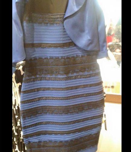 Le robe bleu ou blanche
