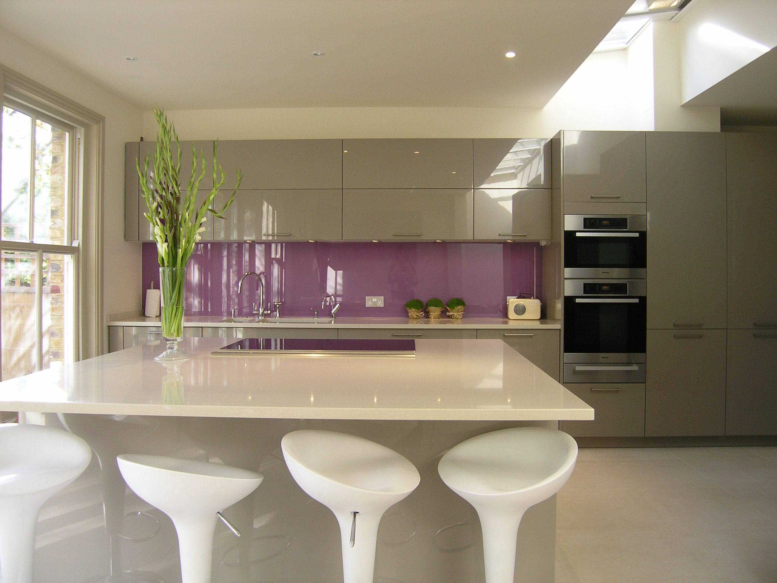 Clapham Shaker Kitchen: High Gloss Cappuccino Lacquer Kitchen With A Classic Short