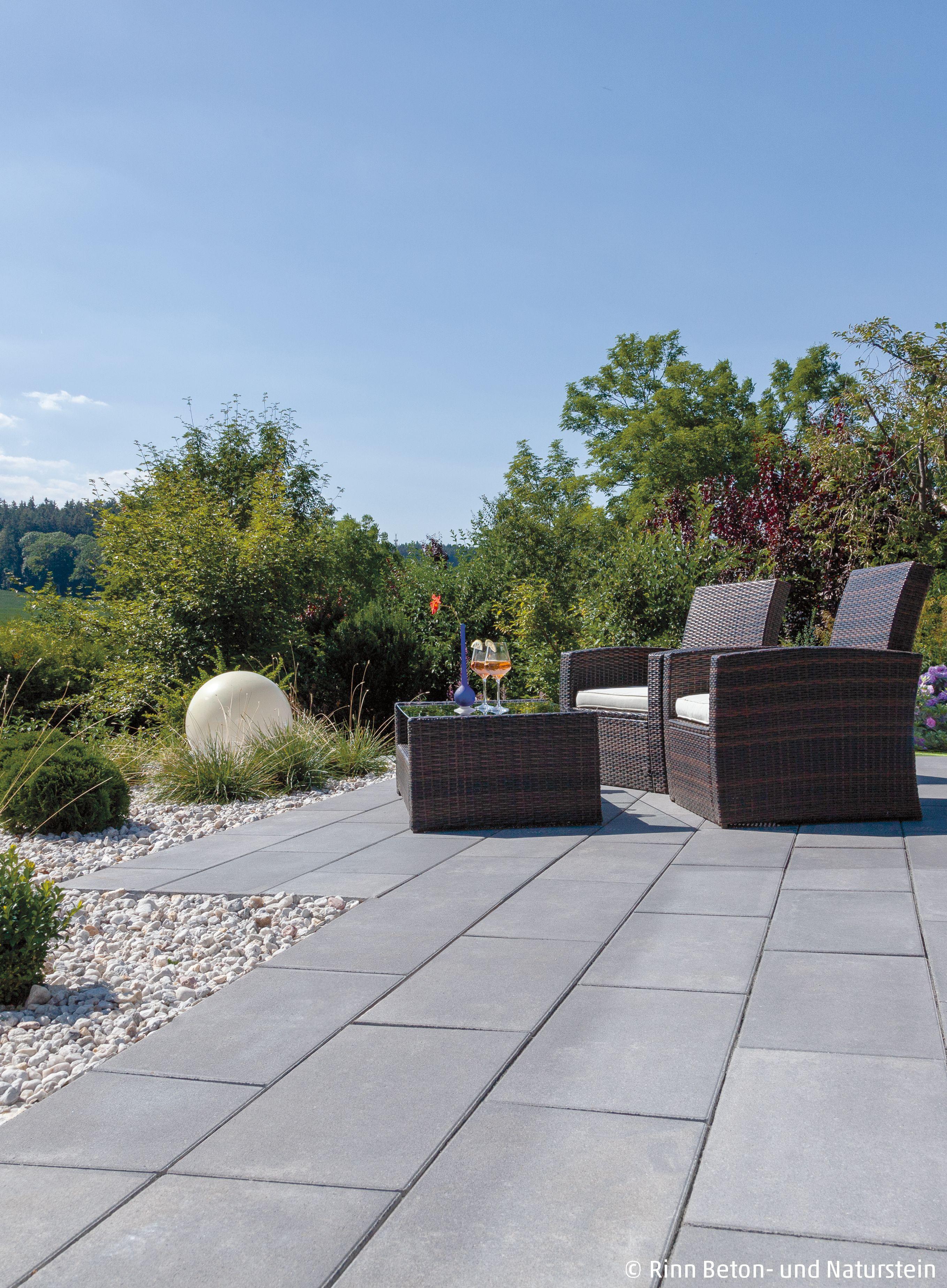 Schlichte Terrasse Im Grunen In 2020 Garten Garten Design Garten Und Outdoor