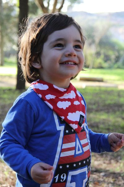 Babero Nubes Rojo - Peques Guapos - Baberos Quitababas para Bebés