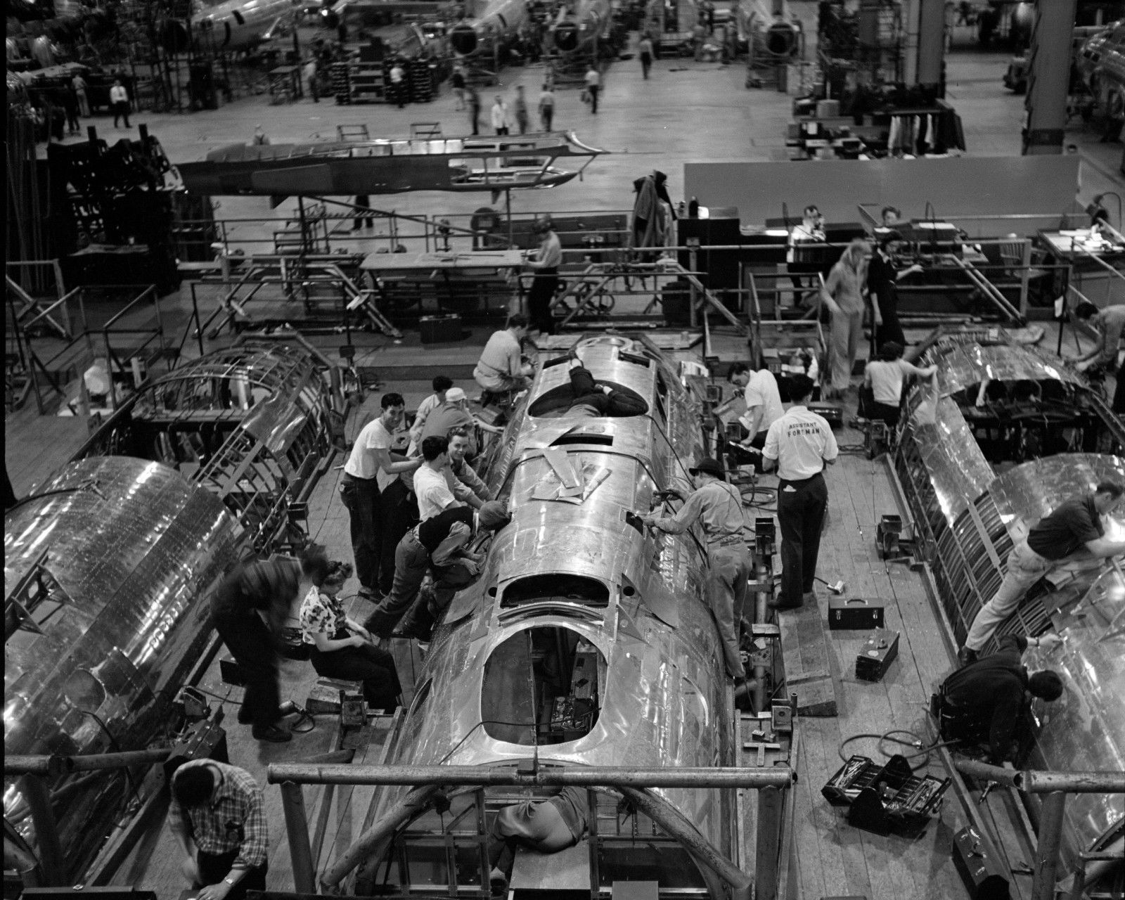 B-17 Boeing Plant Seattle: Fingers Crossed You Haven't Seen Many of These Images Before - https://www.thevintagenews.com/2015/11/30/38831/