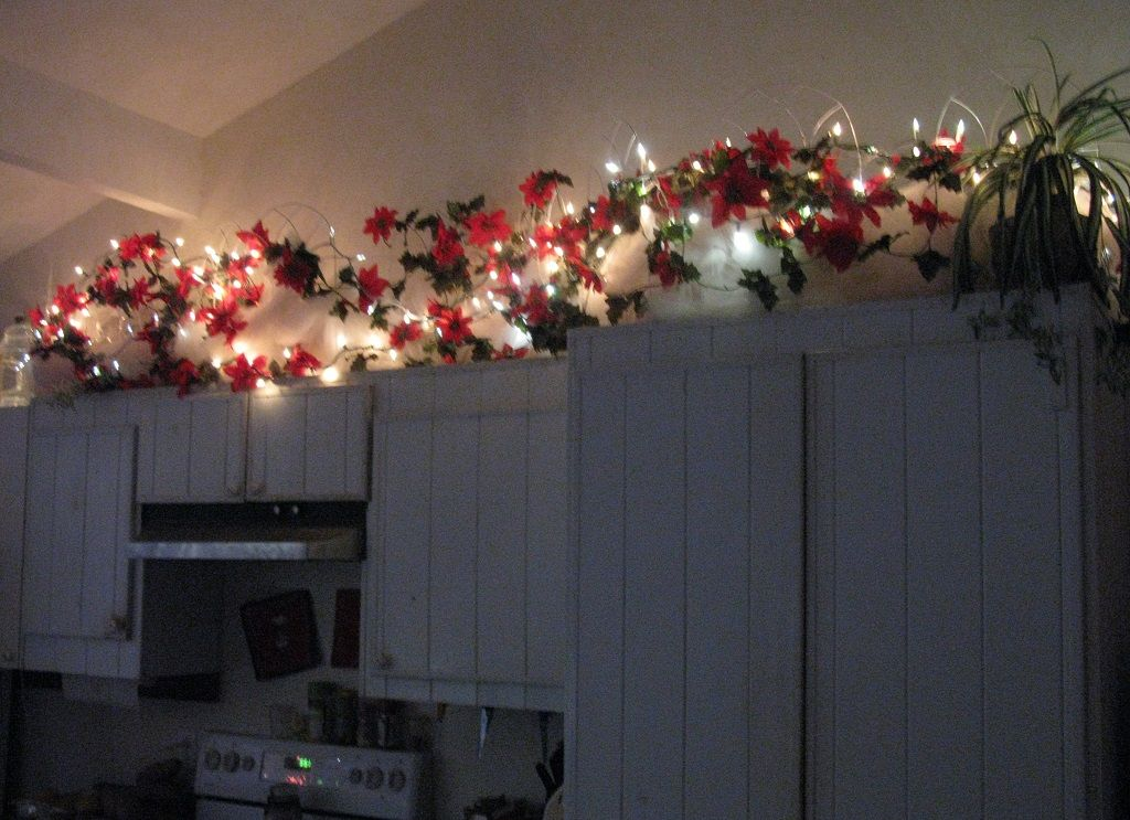 String Lights For Under Cabinets : String Light Christmas Decoration Above Kitchen Cabinet Idea Christmas Pinterest ...