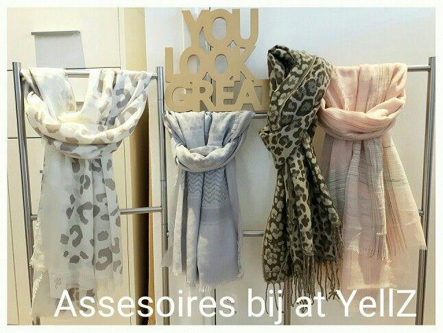 Vanaf heden ook accessoires bij at YellZ.  Kettingen  - Armbanden - Ringen - Oorbellen - Sjaals en Clutches.