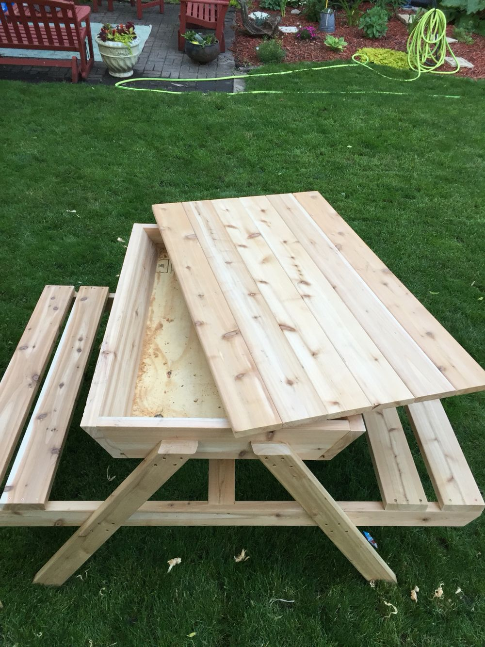 Kids Picnic Table Sand Box Cedar Picnic Table Ice Chest Picnic Tables Keep The Cats Out Sandbox Kids Woodworking Woodworkingforkids Traarbete Ideer Tra