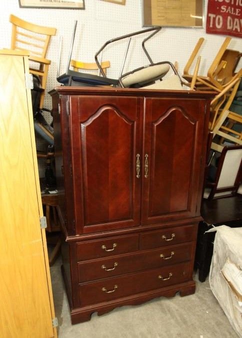 Thomasville Entertainment Tv Cabinet With Two Doors And Three