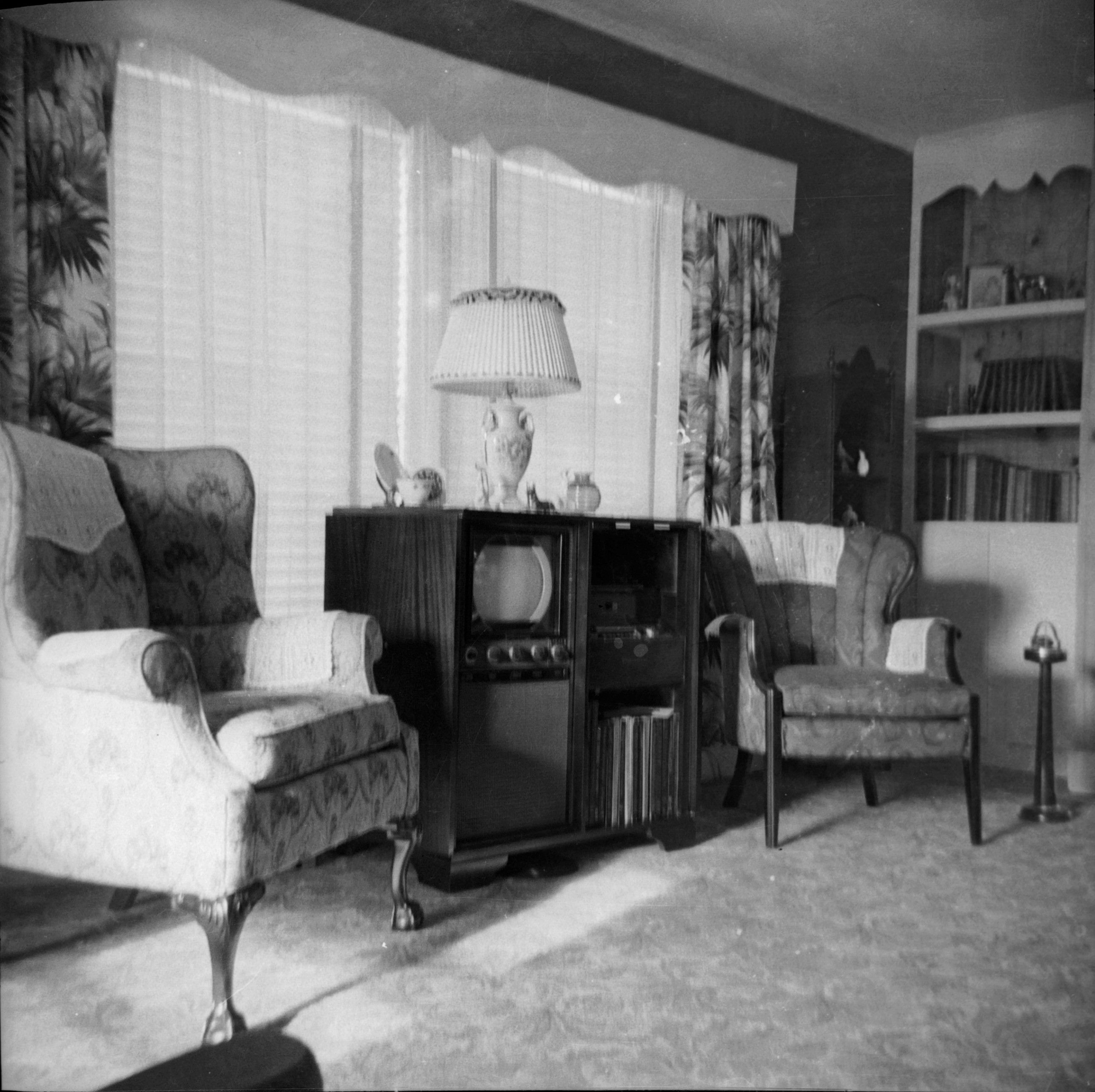 Best 1950 S Nice Black And White Tv In A Cabinet 1950S 640 x 480