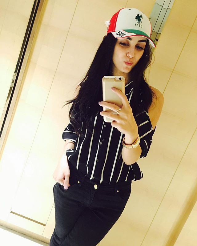 Mirror Selfie Dp Stylish Girl Stylish Girl Images Stylish Dresses For Girls Dubai Khalifa A woman looks at herself in the mirror and photographs her figure. dubaikhalifas com
