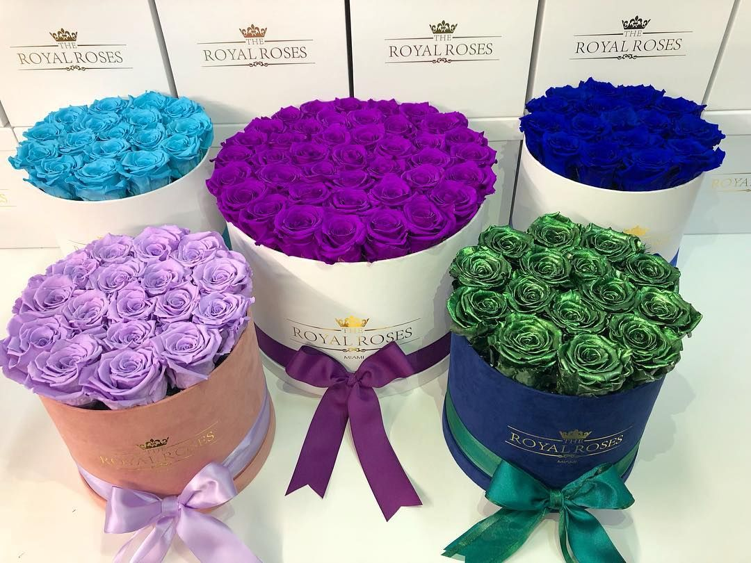 Don T Forget About Mom Treat The Special Moms In Your Life With The Highest Quality Luxury Long Lasting Roses Preserved Roses Rose Flower Delivery