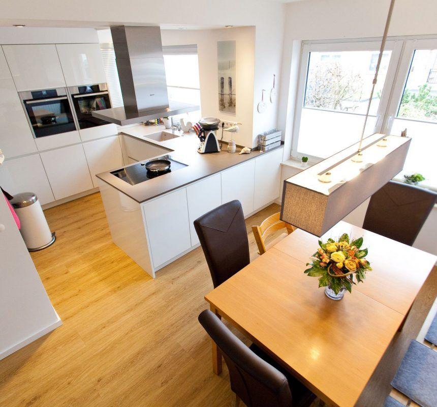 Spulbecken Kuche Granit Elegant Granit Arbeitsplatte Auf Weisser Kuche Im Modernen Design Kuche Zuschnitt Kuche Zuschnitt In 2020 Kitchen Design Home Decor Decor