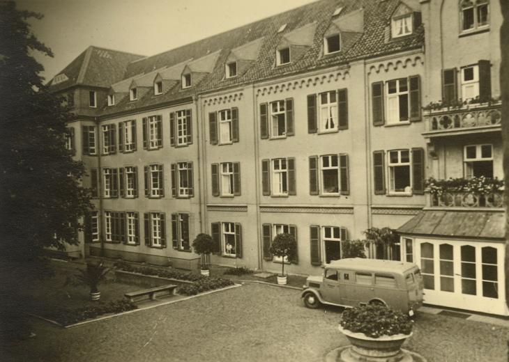Krankenhaus Ca. heute vor 175 Jahren… Krankenhaus