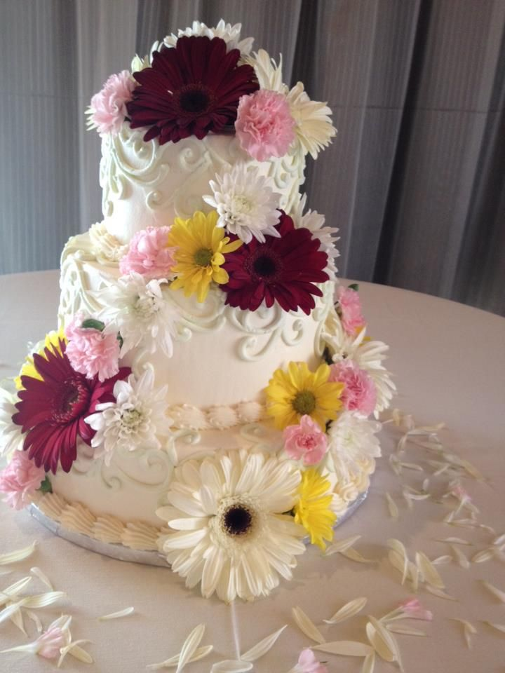 Beautiful Floral Cake  http://zonascottsdale.com/weddings/