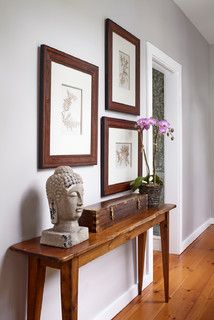 Ordinaire Slim Hall Table W/ Great Decor And Nice Wall.