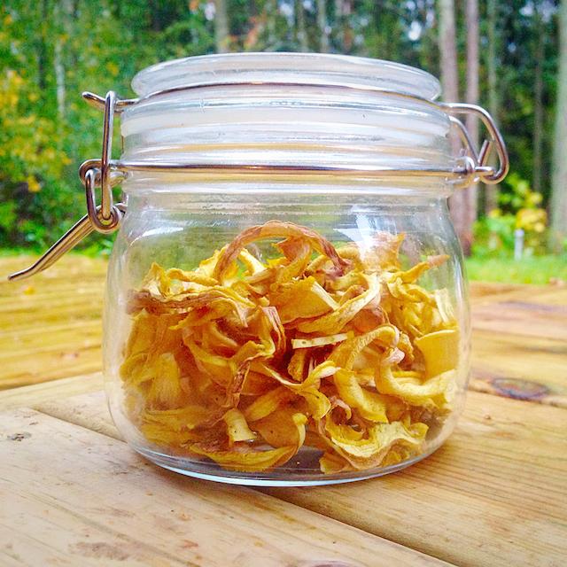 Hämmentäjä: Lampaankääpien ja suppilovahveroiden kuivaus. How to dry mushrooms.