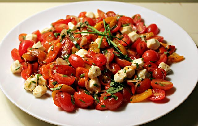 Roasted Red Pepper and Tomato Salad with Fresh Mozzarella