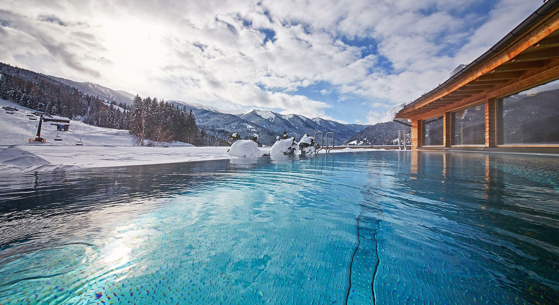 Hotel österreich Berge : holzhotel forsthofalm wellness naturhotel in den bergen ~ A.2002-acura-tl-radio.info Haus und Dekorationen