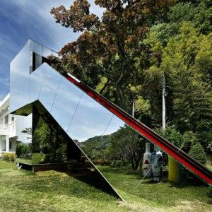 Korean Design-gallery for ceramic artist Jung Gil-Young is camouflaged behind mirrored walls.