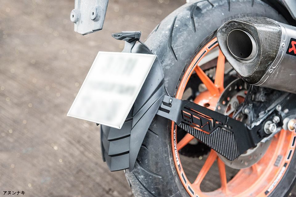 KTM Duke-RC 200-390 splashguard superimposed with carbon fiber comes ...