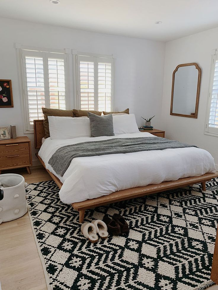 Small Space Squad Home Tour: Inside The Intentionally Designed Small Spaces of Arrows and Bow #smallspaces #tinyhouse #livesmall #smallspacesquad #hometour #housetour #minimalist #moderndecor #minimalistdecor #californiastyle #californiadecor #californiamodern