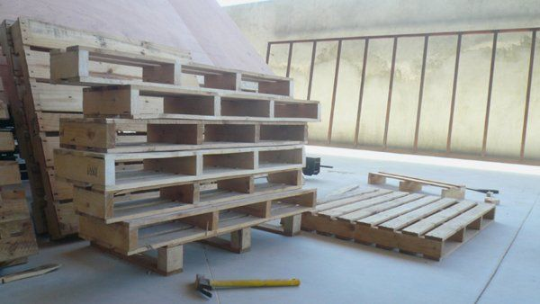 Furniture-Collection-Made-of-Recycled-Pallet-2.jpg (600×338)