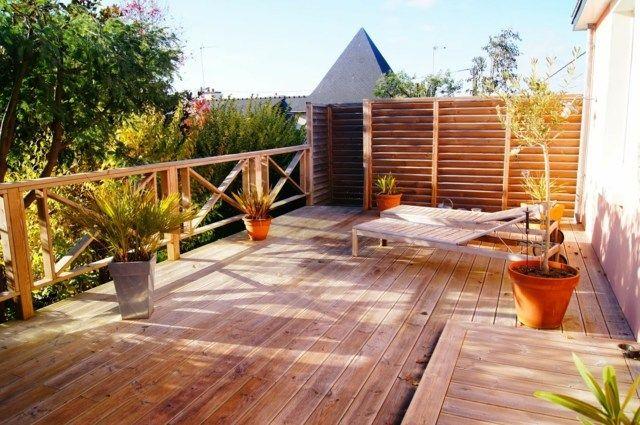 amnagement terrasse chaise longue en bois ide dco espace extrieur maison