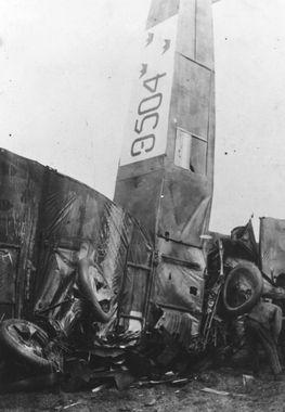 DigitaltMuseum - Haveri. Flygplan AEG G.V nummer 9504 har havererat på…