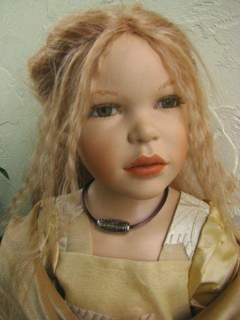 Дорогие девочки, мои поздравления от меня лично и мох девочек от Zawieruszynski c 8 Марта! / Коллекционные куклы Zawieruszynski, Заверужински / Бэйбики. Куклы фото. Одежда для кукол