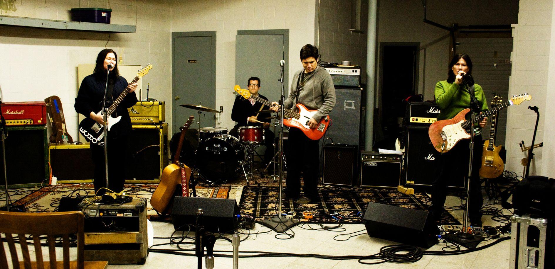 The Breeders in studio