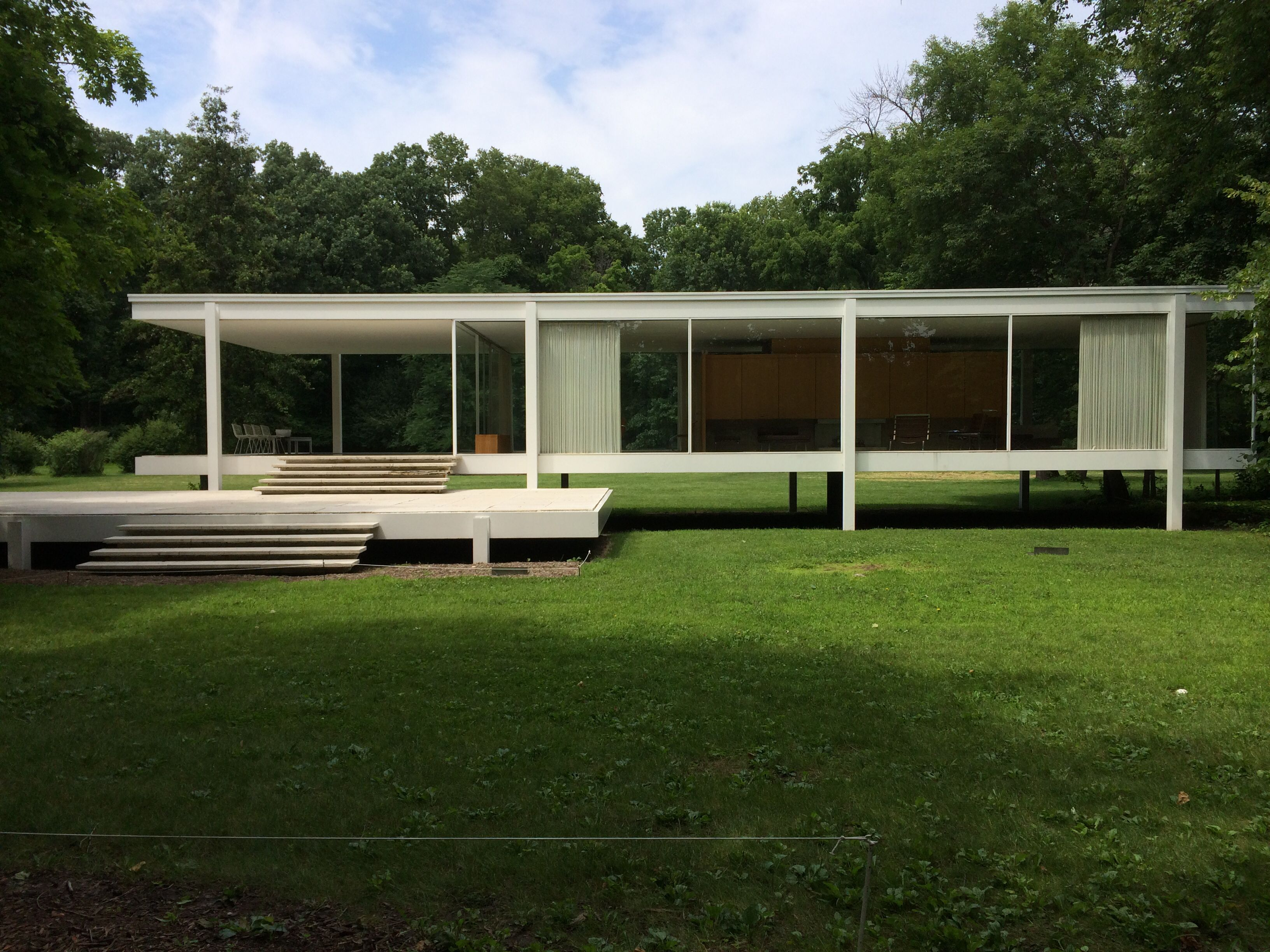 Designed by Mies van der Rohe in 1945 and constructed in 1951, the ...