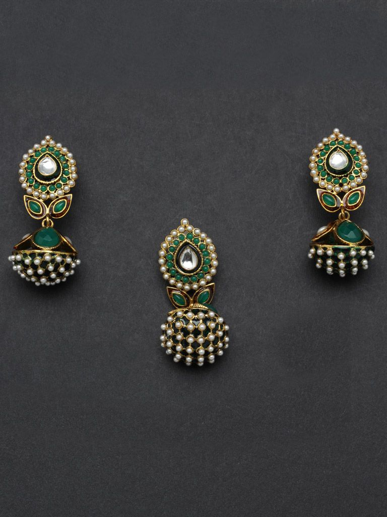Golden pendant set with green enamel and pearls jewelry