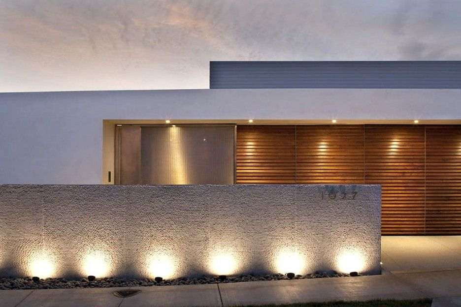 Apartment design beautiful view by night with modern fence for Residential exterior lighting design