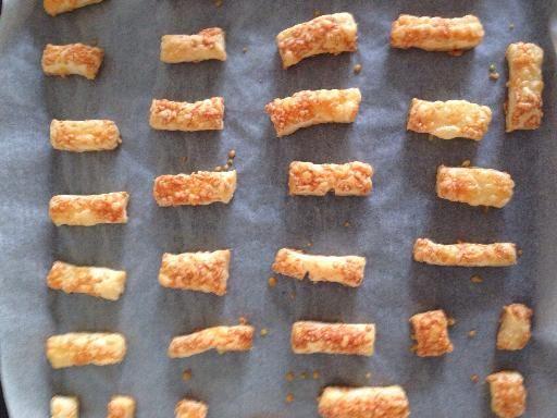 Feuilletés apéritif (allumettes au fromage, feuilletés à la saucisse) #feuilletésapéritif