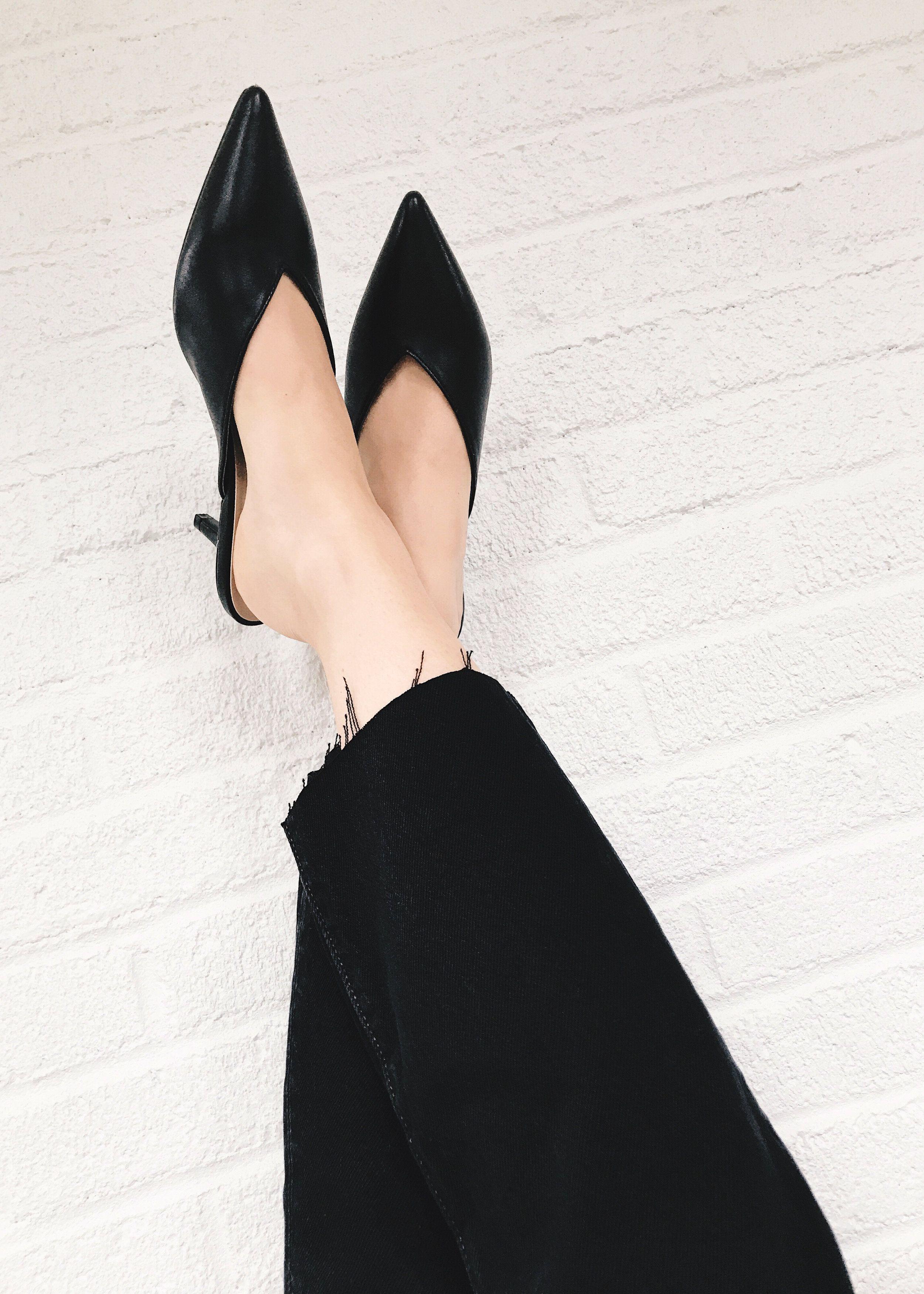 Black Kitten Heel Mules And Black Levi S 501 Skinny Jeans Black Kitten Heels Me Too Shoes Heels