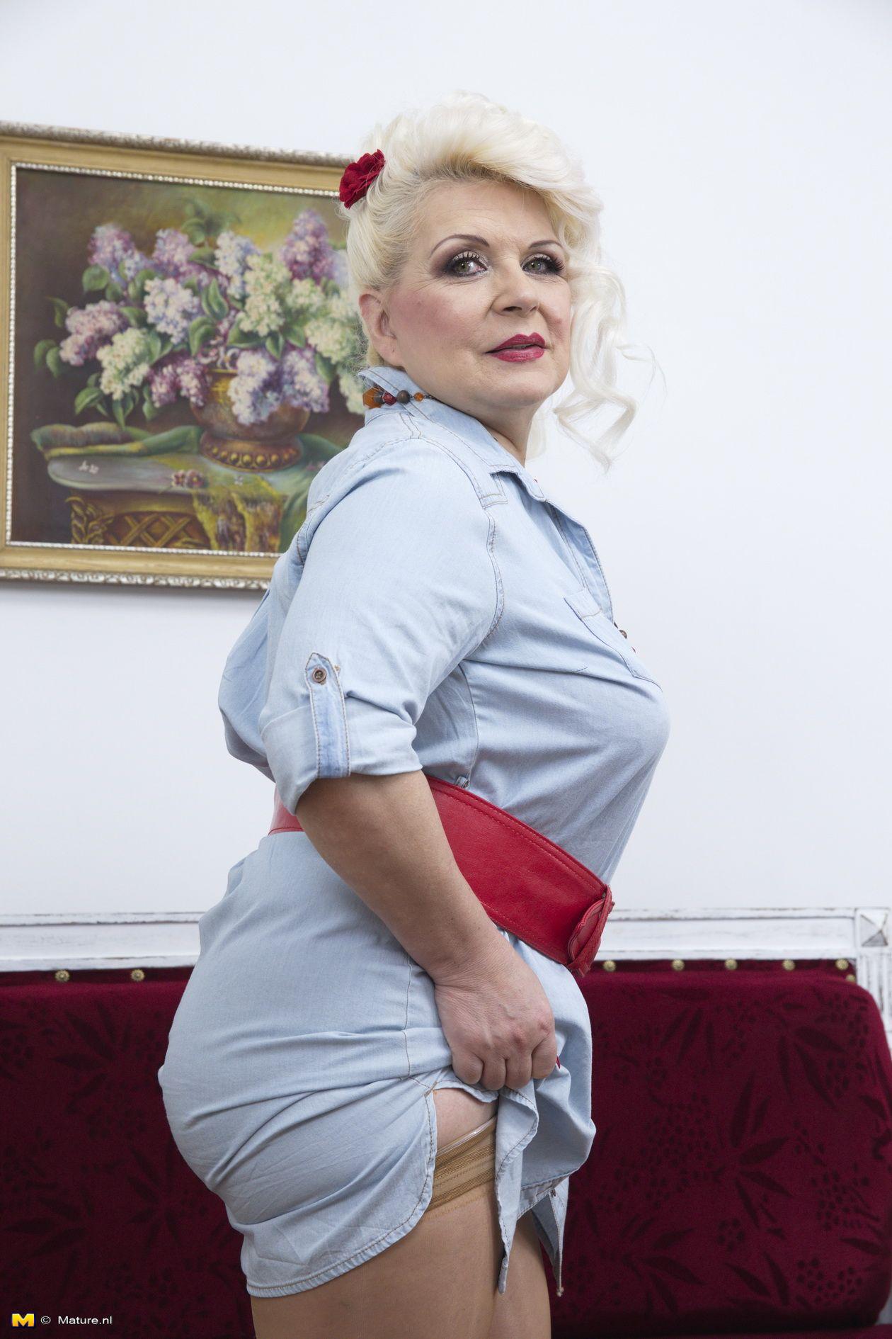 Hot Older Blouse Curvy Hips Old Mature Real Women Older Women