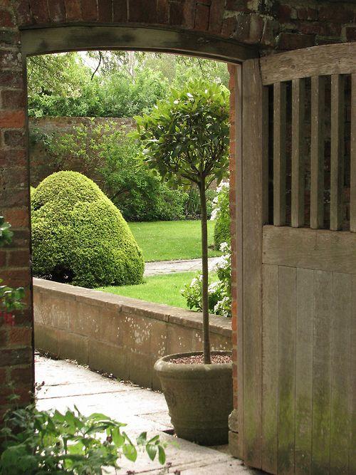 To the garden (by Poppins' Garden)
