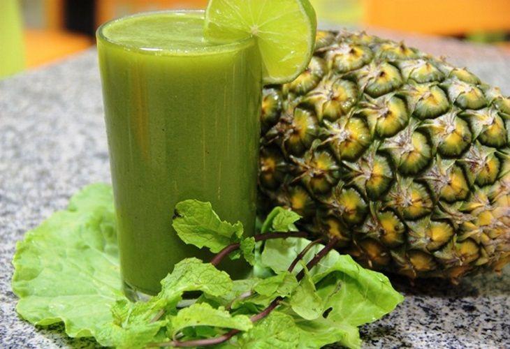 Suco Verde De Couve Com Abacaxi E Gengibre Para Queimar Gordura Localizada Abdominal Suco Detox Abacaxi Sucos Para Emagrecer Detox