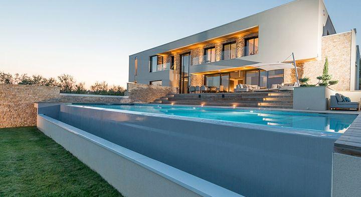 Piscine à débordement type couloir de nage 15 x 450 m Piscines à - location maison cap d agde avec piscine