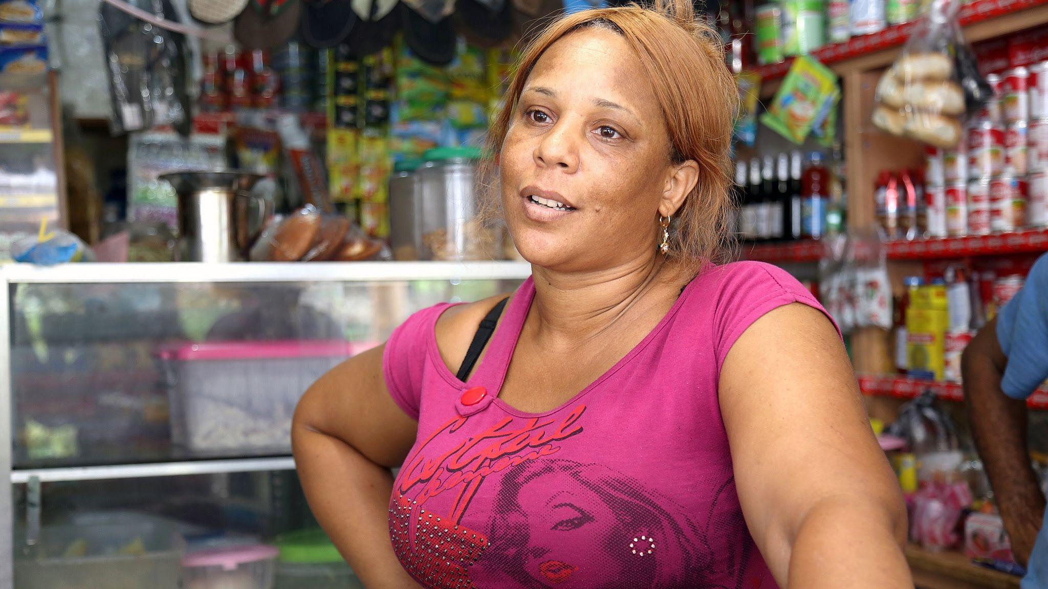 Dueña colmado en El Higüero: durante la construcción escuela vendí muchísimo y pagué deudas