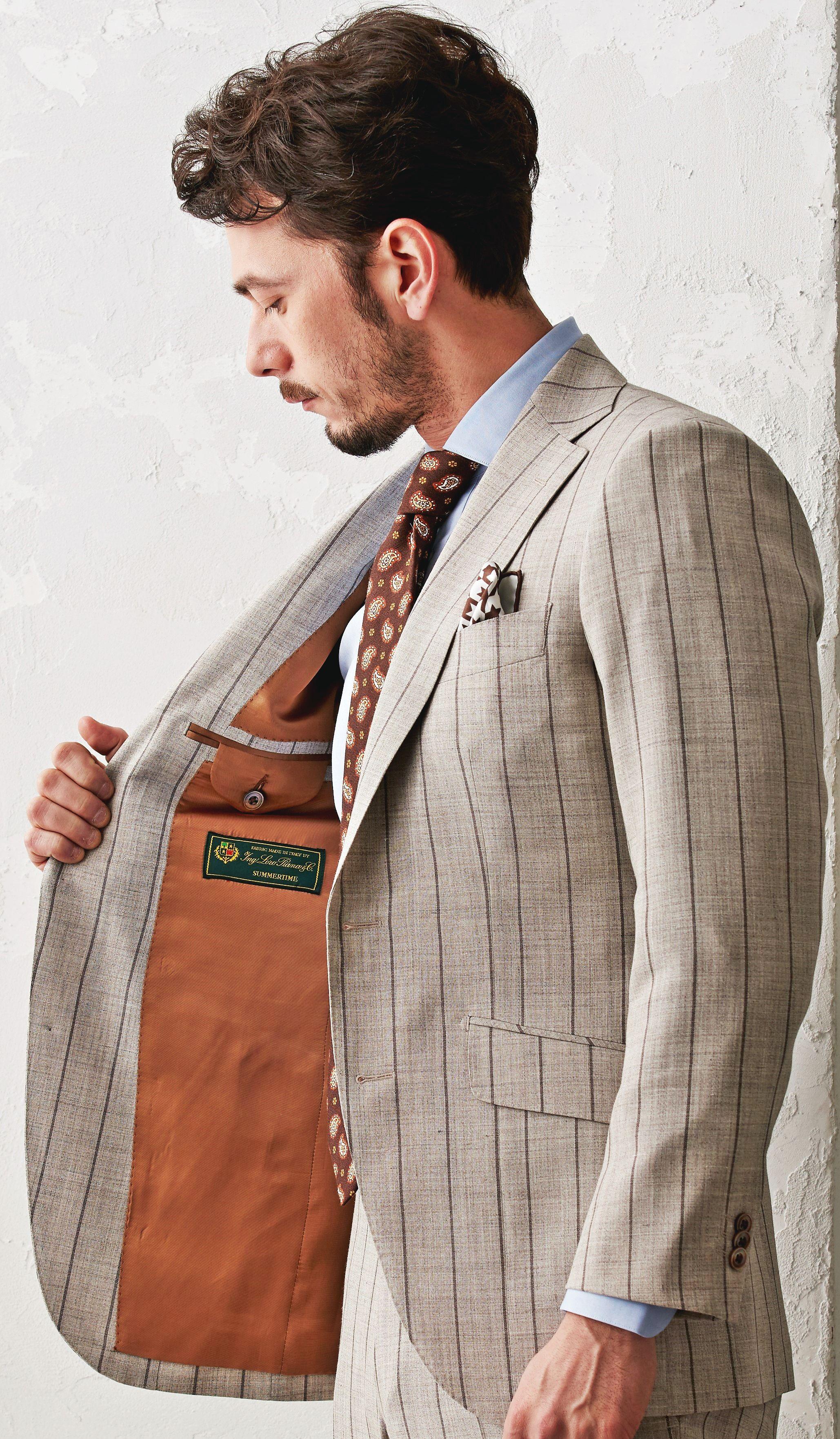 """カジュアルな""""ベージュ""""のスーツ。幅広のストライプ柄でオシャレに。裏地にもこだわりを。スーツ生地:ロロ・ピアーナ #fashion #ファッション #suit #スーツ #グローバルスタイル #globalstyle #オーダースーツ"""