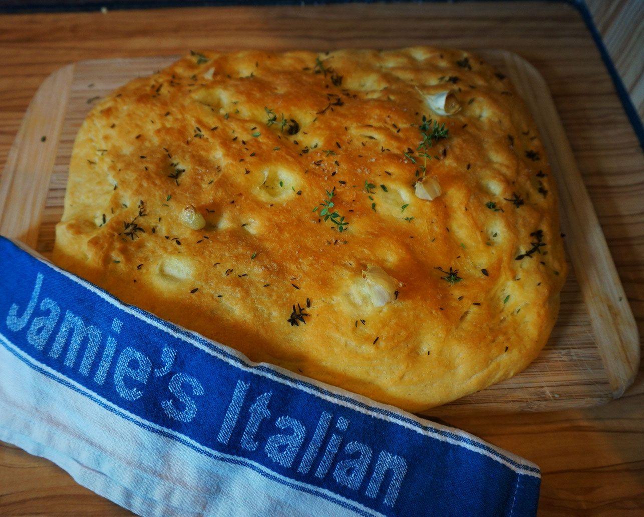 Sommerküche Jamie Oliver : Beste foccacia rezept nach jamie oliver mit rosmarin und olivenoel