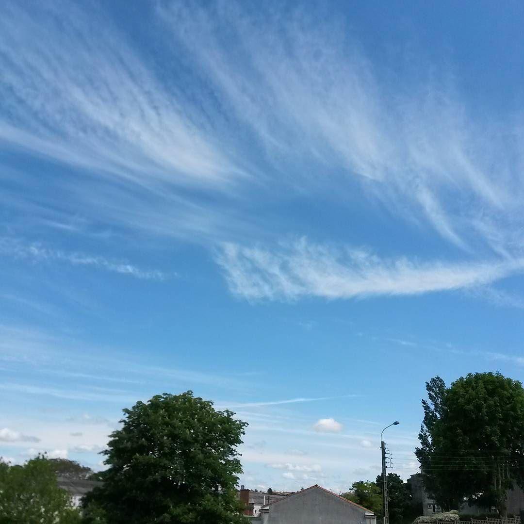 D'etherée #Niort #cielfie #ciel #instablue #blau #instasky #bleu #sky #blue #france #clouds #nuages #nofilter #skyporn