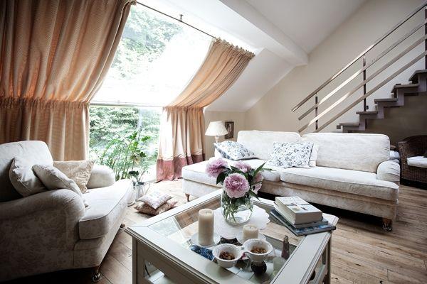 wohnzimmer dachschr ge gardinen vorh nge sichtschutz ideen stoff inneneinrichtung pinterest. Black Bedroom Furniture Sets. Home Design Ideas