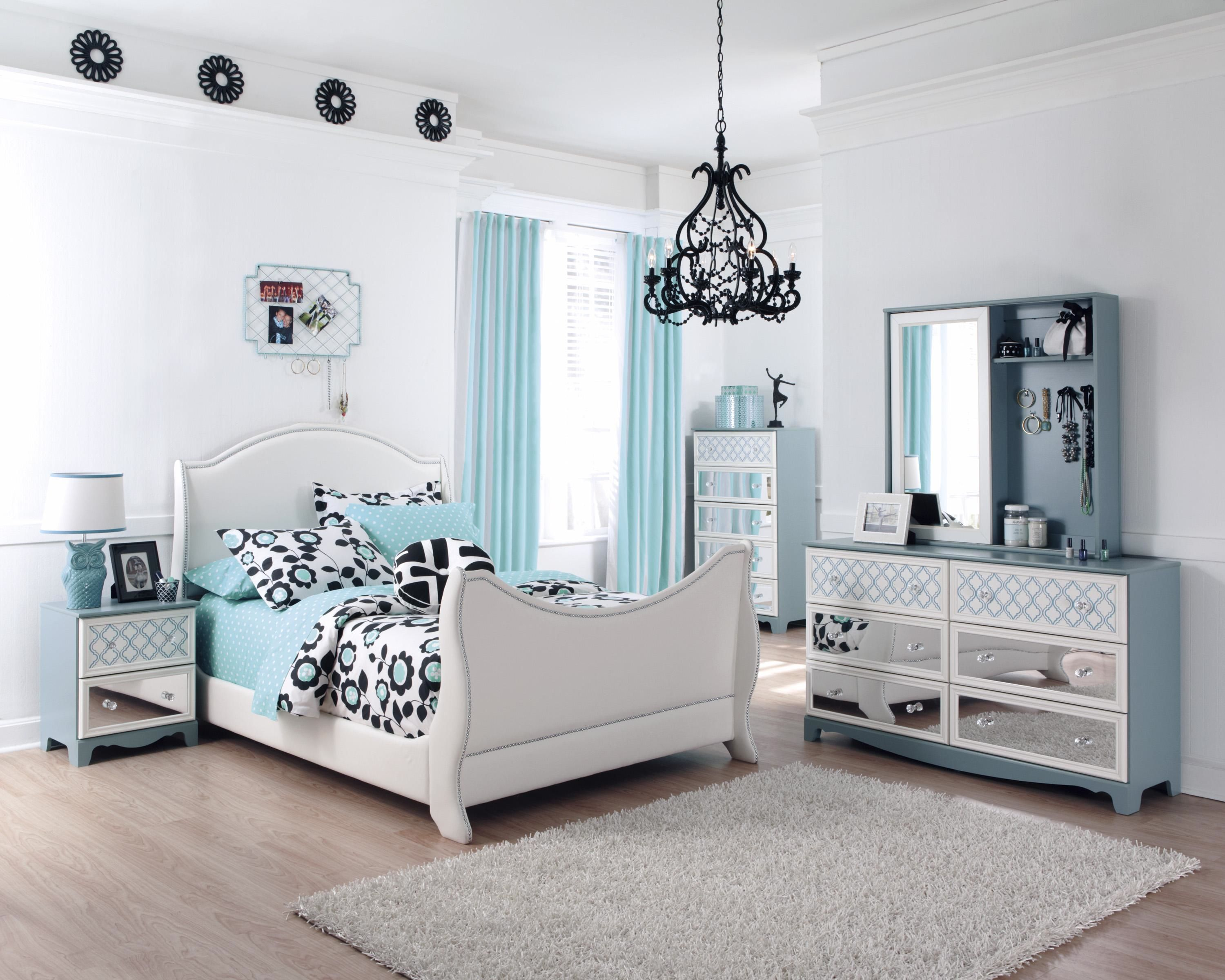 Bedroom Decor Fluffy Carpet Tiles With White Wall Colors