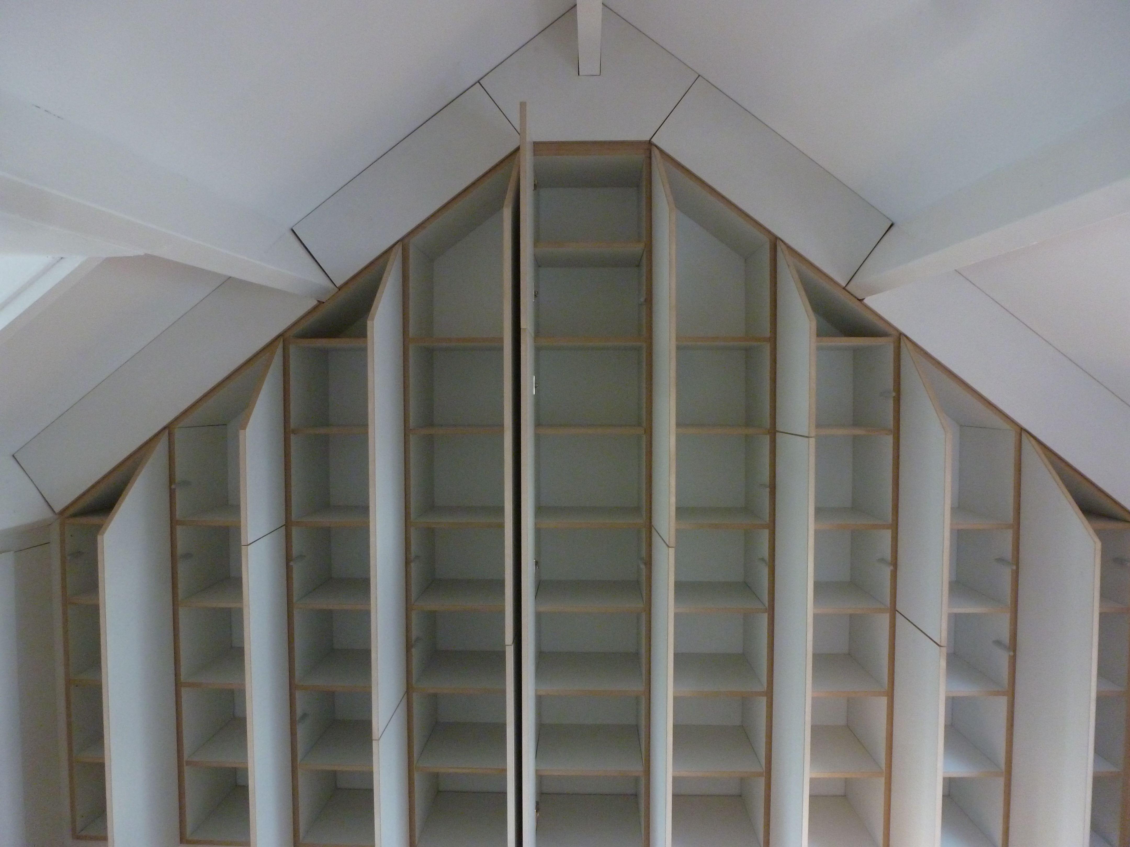 Pin van jon crossley op attic bedroom ideas pinterest zolder